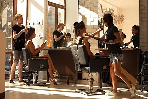 美容師・理容師の仕事の魅力を発信する採用動画